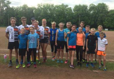 Große Teilnahme der Schüler, Jugend und Erwachsene beim Teamlauf auf der Falkenburg